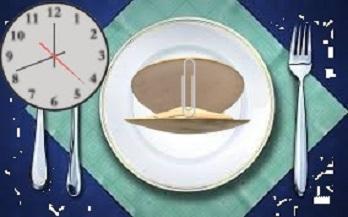 Чому шкідливо їсти на ніч